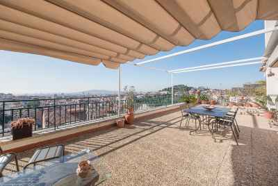 Penthouse with large terrace and stunning views in uptown Barcelona